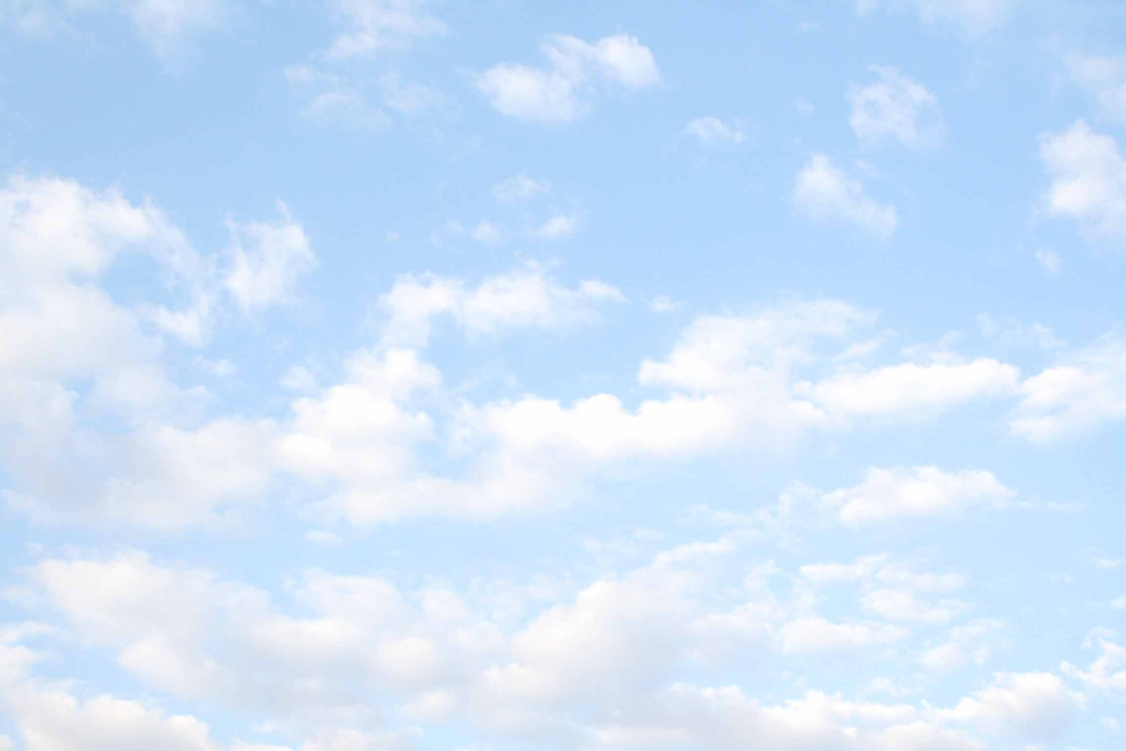 iStock_000002290296_Largeclouds1